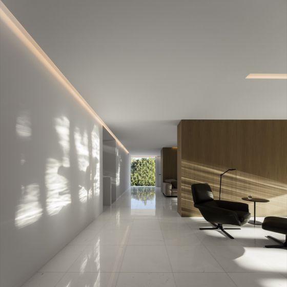 "Image 1 of Alcon 15233 Architectural 4"" Perimeter LED Cove Recessed Light"